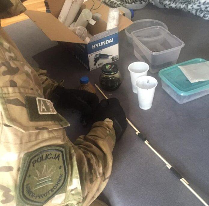 Policjanci zabezpieczyli 15 kg substancji do wytwarzania materiałów wybuchowych - islupsk.pl